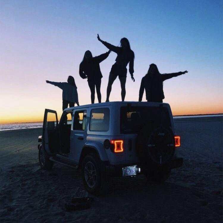 Нет хороших друзей. Нет плохих друзей. Есть только люди, с которыми ты хочешь...