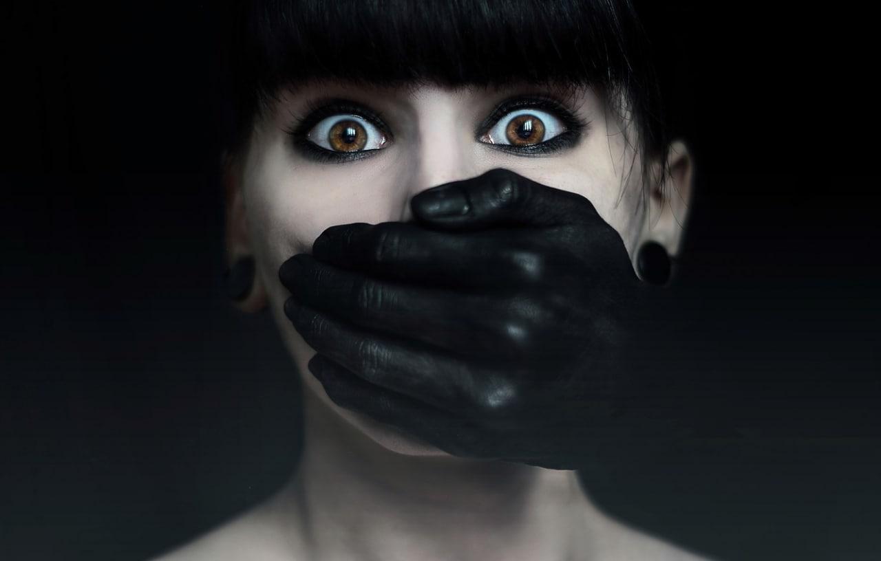«Страх возникает, когда теряешь уверенность в том, что ты — это ты.»  —  Антуан...