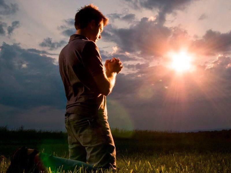 Люди — странные существа: гадости делают друг другу, а прощения просят у Бога.