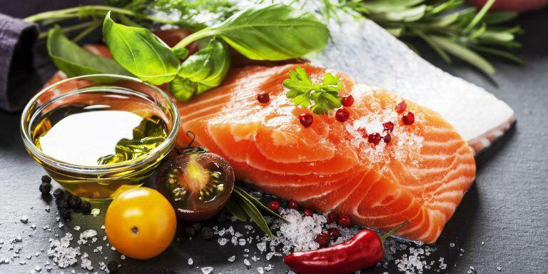 Не пренебрегайте жирными сортами рыб.  Исследования подтверждают, что рацион, в...