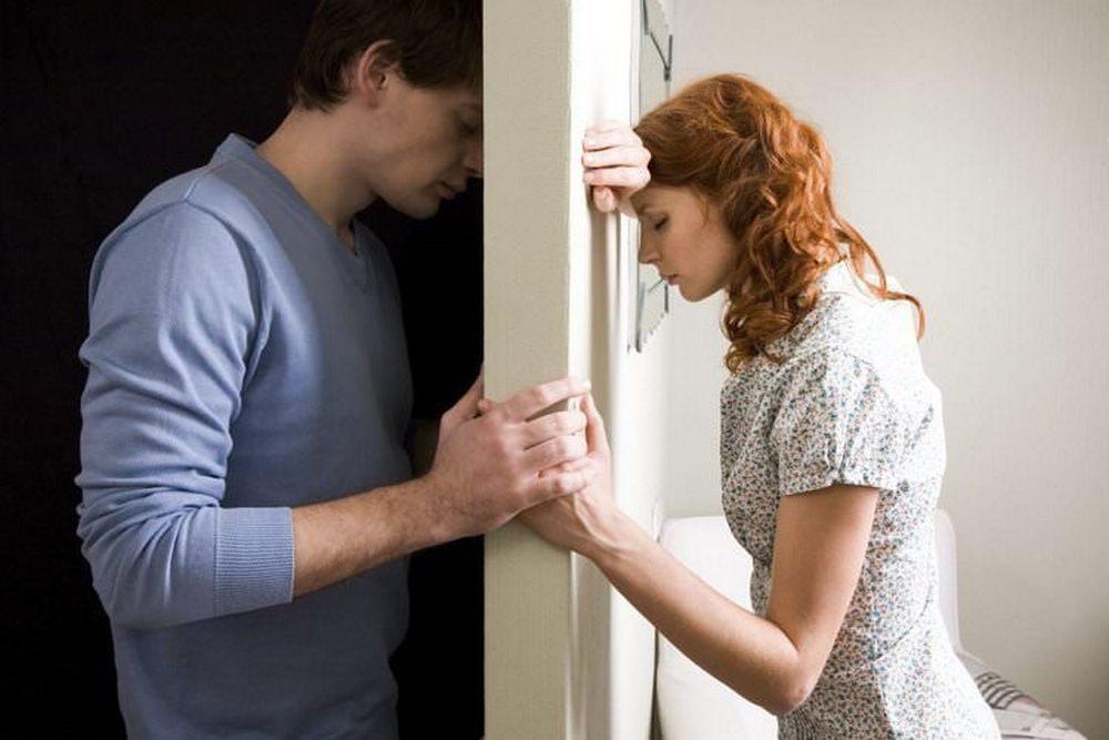 5 признаков нездоровой любви  Навязчивость  Это когда партнёр застаёт вас...