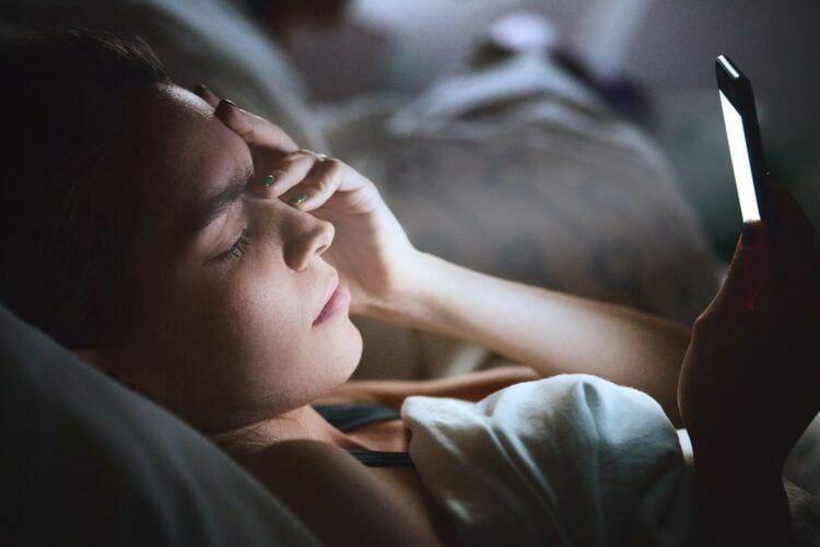 Почему перед сном мы не можем оторваться от соцсетей и что с этим делать?  Я...