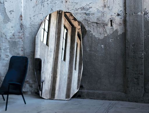 Стекло и зеркало    — Ребе, я не понимаю: приходишь к бедняку — он приветлив и...