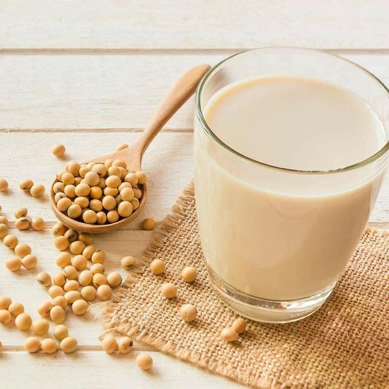 Можно ли заменить обычное молоко на соевое?   Какие преимущества соевого...